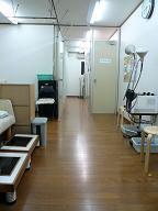 待合室から中待合室・治療室を見て